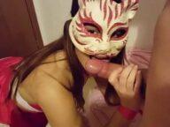 Namorada novinha pagando boquete mascarada
